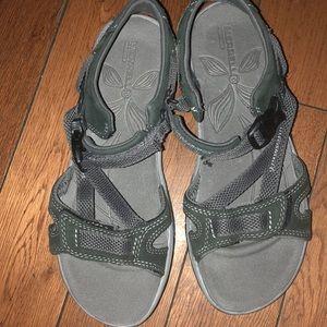 Grip sandals